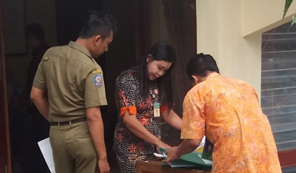 Disiplin PNS Diklaim Meningkat Karena Kalung Merah