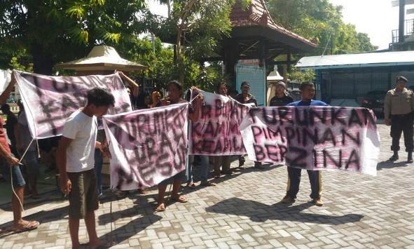 Puluhan Warga Dampingi Saksi Kasus Dugaan Tindak Serong Kades