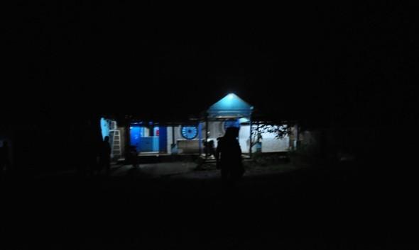 Kafe Indah Bekti di bilangan Mbesi Desa Kedungrejo tampak terang tetapi tidak ada aktivitas karaoke pada saat razia, Kamis (16/6/2016) malam. (Foto: Pujianto)