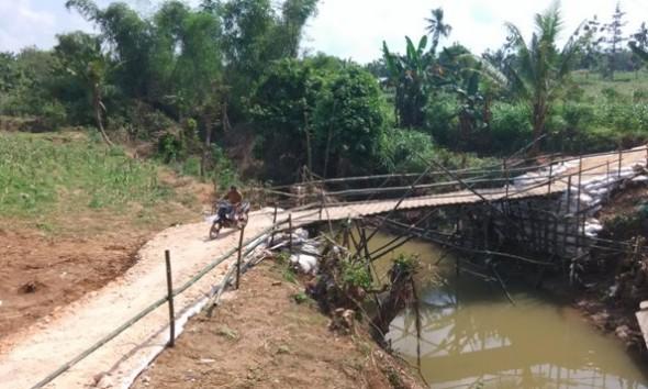 Darurat Beres, Warga Tegalgeneng Menanti Jembatan Permanen