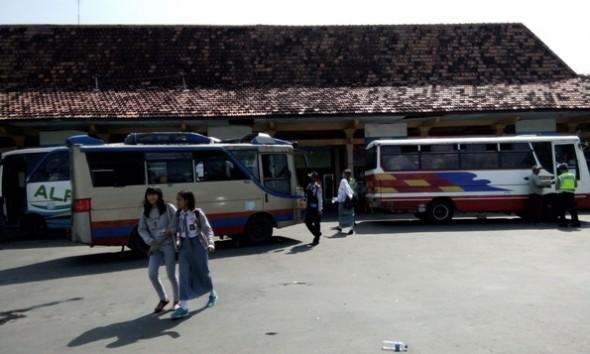 Dishub Rembang Gelar Razia Kelayakan Jalan, Dua Bus Ditilang