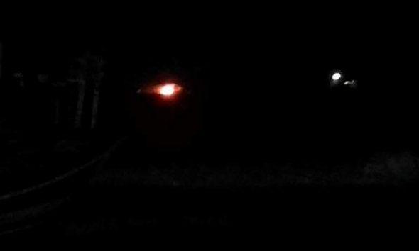 Kobaran api yang tampak dari daratan Pantai Desa Karanganyar Kecamatan Kragan, Rabu (7/9/2016) malam. (Foto: mataairradio.com)