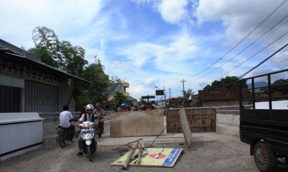 Proyek Perbaikan Jembatan Pamotan Molor dari Kontrak