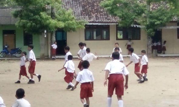Guru Sertifikasi di Sekolah Kecil Tetap Dapat Tunjangan