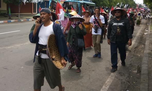 Kawal Putusan MA, Warga Long March Rembang-Semarang