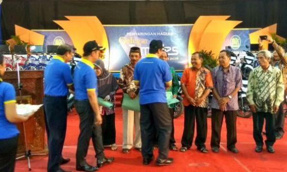 Pelaksanaan Penyaringan Undian Tamades PD BPR BKK Lasem Periode II 2016 di Balai Kartini Rembang, Rabu (14/12/2016) pagi. Pada kesempatan itu terungkap peningkatan aset bank milik daerah tersebut. (Foto: Mukhammad Fadlil)