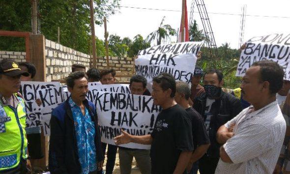 Seratusan Warga Kemadu Protes Bangunan Liar