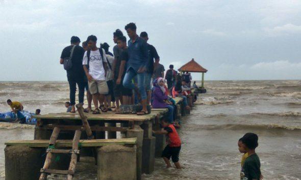 Miring, Jetty Pantai Karangjahe Bahayakan Wisatawan