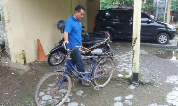 Pria Bergangguan Jiwa Rampas Sepeda Ontel Warga