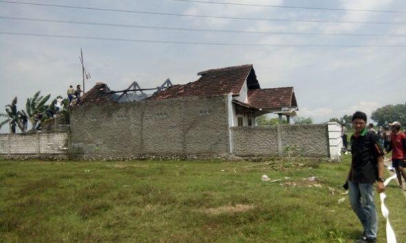Diduga Dipicu Korsleting, Rumah Guru SD Terbakar