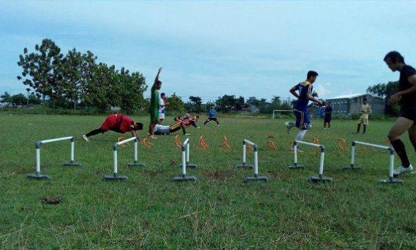 Program Latihan PSIR Terkendala Lapangan Becek Stadion