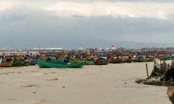 Cuaca Buruk Nyaris Tenggelamkan Kapal di Kragan