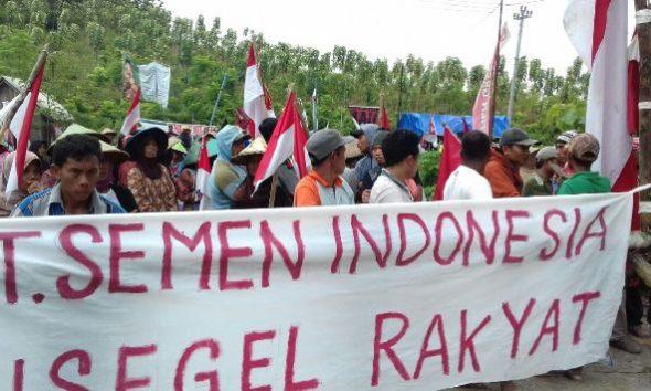 Seratusan Warga Blokade Akses Proyek Pabrik Semen