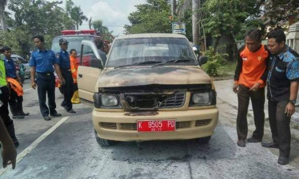 Korsleting, Mobil Dinas Pramuka Terbakar di Jalanan