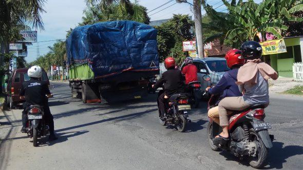 Truk Berat masih Lintasi Kota, Komitmen Petugas Dipertanyakan