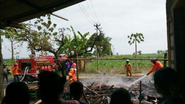 Diduga Tuang BBM Sambil Masak, Warung Ludes Terbakar