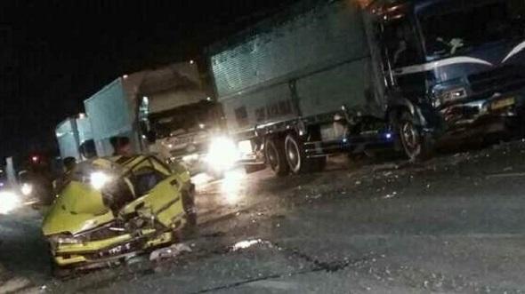 Sedan Memaksa Menyalip, Tiga Kendaraan Terlibat Kecelakaan