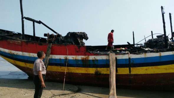 Korsleting, Kapal Motor Nelayan Terbakar di Kebloran