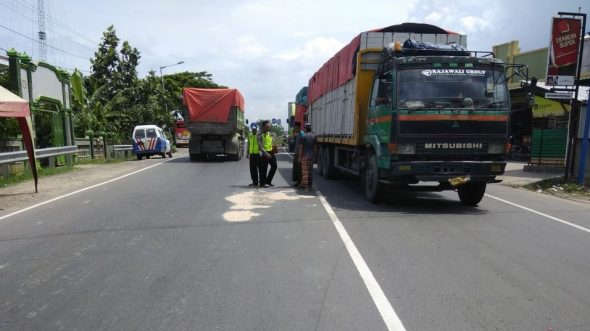 Ibu dan Anak Ditabrak Bus Indonesia, Satu Meninggal