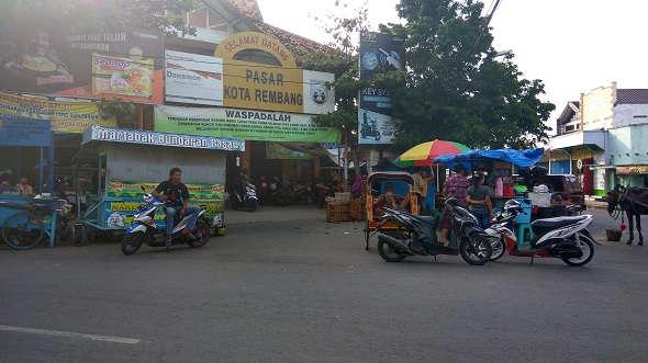 """Bupati: """"Nggak Ada Alasan Nggak Pindah Pasar Rembang"""""""