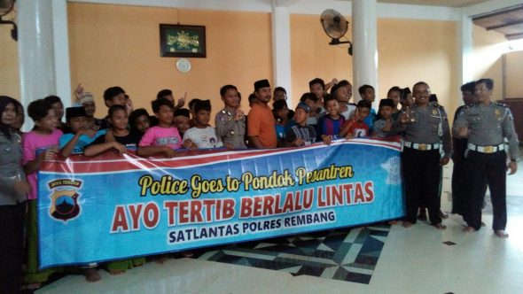 Antisipasi Kecelakaan Lalu Lintas, Polisi Sosialisasi ke Pesantren