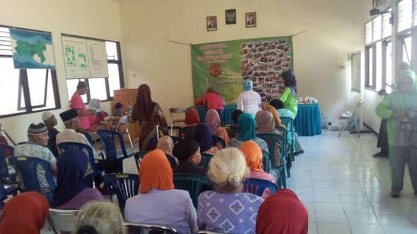 Peringati Hari Ibu, Fatayat Rembang Gelar Pengobatan Gratis di Panti Jompo