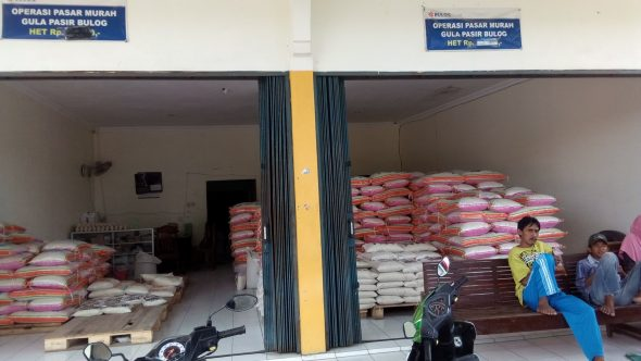 Bulog Rembang Gelontor 1.200 Ton Beras untuk Operasi Pasar