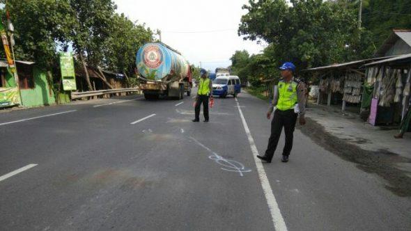 Senggol Truk Parkir, Pembonceng King Kecelakaan hingga Tewas