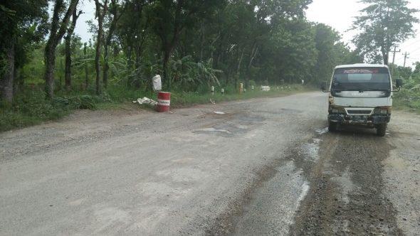 Jalan Diperbaiki, Drum Bekas di Ruas Jalan Pamotan-Sedan Dicabut