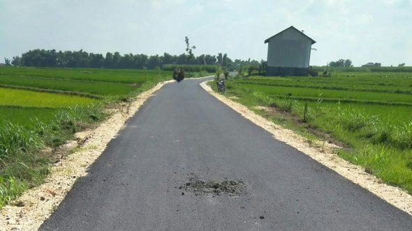 Belum Genap Sebulan Diperbaiki, Jalan Karangsari-Ngebrak Rusak