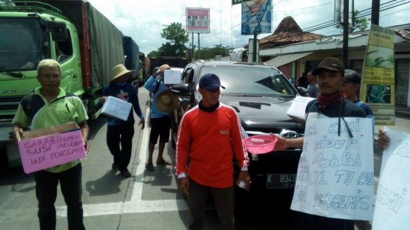 Cantrang Dilarang, Nelayan Mengamen di Jalanan