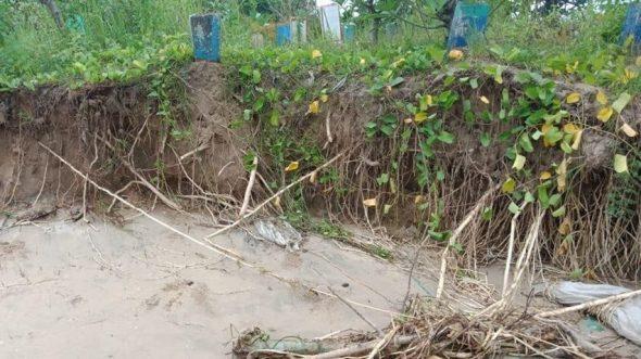 Pantai Kragan Digerus Abrasi, Dua Kuburan Lenyap