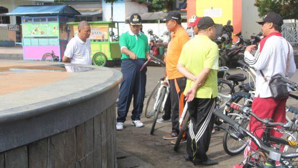 Kebersihan Alun-alun Disorot, PKL Ditegur Keras