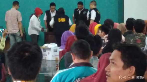Gandeng BNN, Panwaslu Desa Terpilih Dites Urine