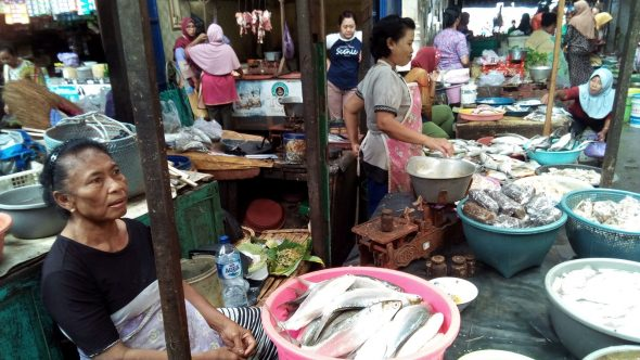 Pemerintah Tertibkan Pedagang di Luaran Pasar Rembang