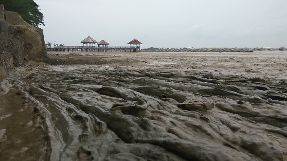 Berlumpur, Pantai di Taman Kartini Dikeluhkan
