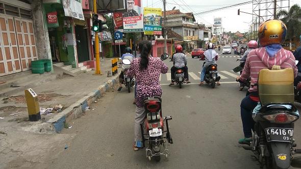 Peminat Tinggi, Pengendara Sepeda Listrik Wajib Berhelm