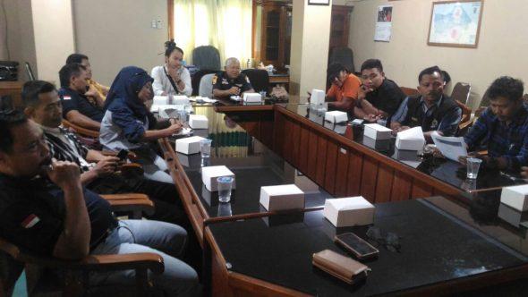 Sebelas Orang Mengaku Wartawan Datangi Kantor Bupati Soal Pengadaan Seragam Batik
