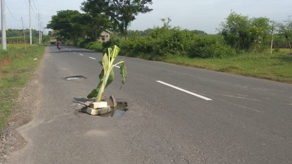 Saluran Tak Memadai Bikin Jalan Clangapan-Japerejo Gampang Rusak