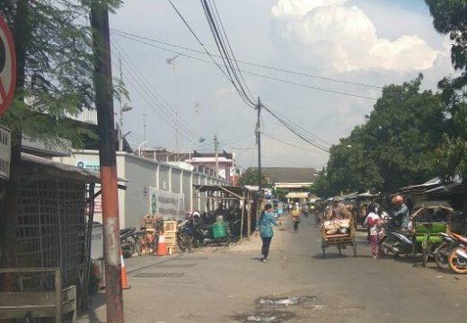 Pedagang di Tepi Jalan Yos Sudarso Rembang Akan Ditindak Tegas