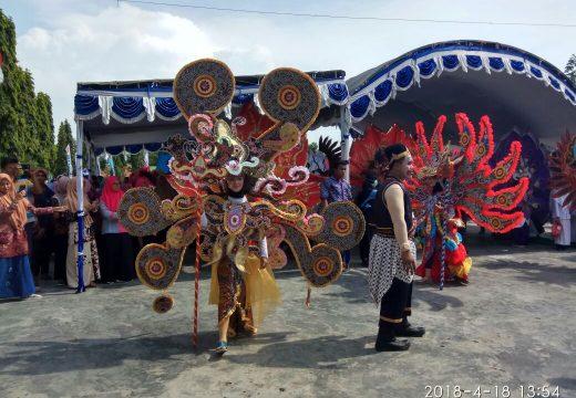 Gelar Kirab Budaya, Ribuan Siswa di Lasem Pamerkan Batik Lokal