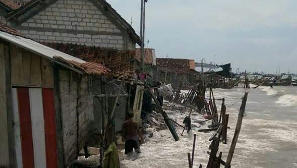 Puluhan Rumah Warga Karangmangu Dihantam Abrasi