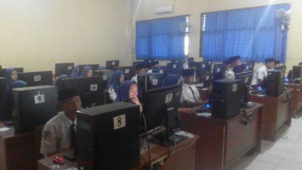 Pelaksanaan UNBK SMP/MTs Tersendat Hingga Satu Jam