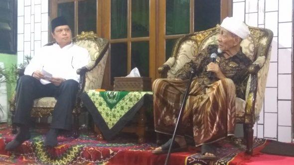 Sowan Mbah Moen, Ketum Golkar Bantah terkait Dukungan Cawapres Jokowi