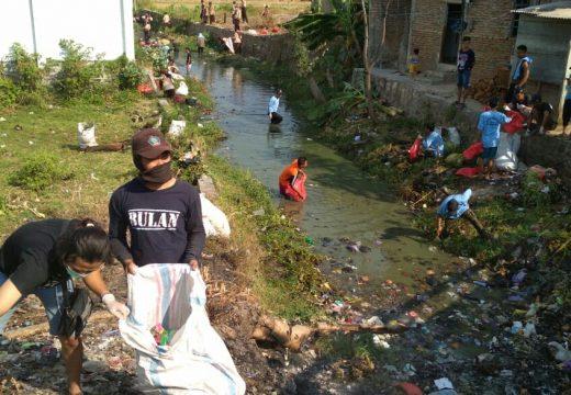 Warga Plawangan Ramai-ramai Normalisasi Sungai