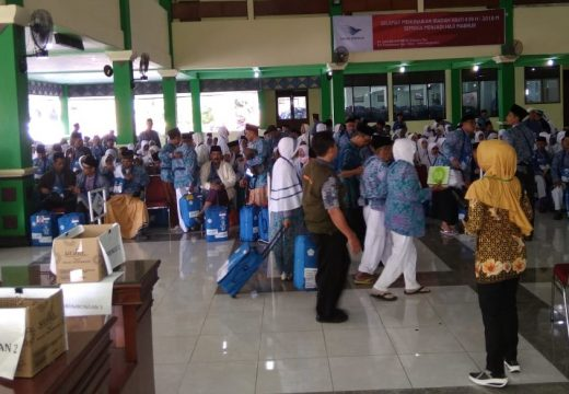 608 Calon Jemaah Haji Asal Rembang Diberangkatkan ke Donohudan