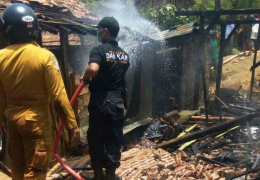 Konsleting Listrik, Satu Unit Rumah terbakar Habis