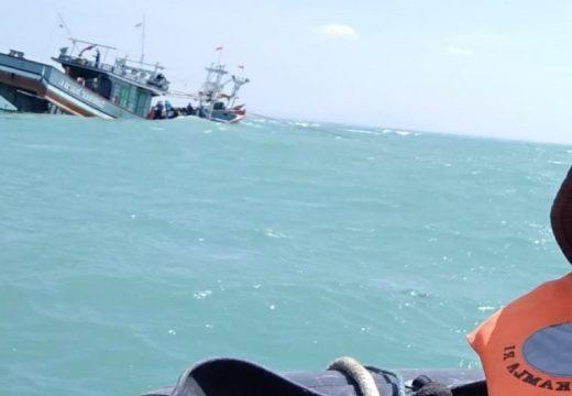 Kapal Milik Nelayan Rembang Bocor di Masaran