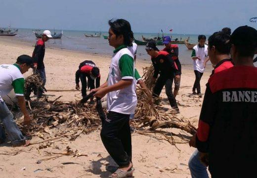 Hari Santri, Ansor Bersihkan 7,1 Kilometer Pantai Rembang