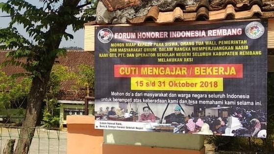 Guru Honorer di Rembang Mogok Mengajar